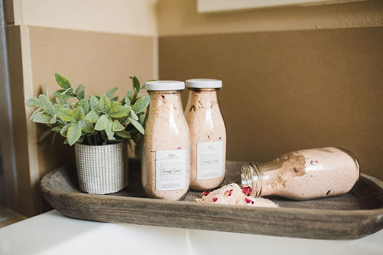 Tarros de crema de coco para remojar en leche de baño